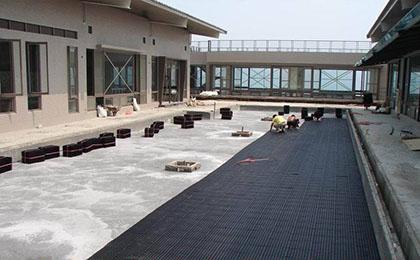 地面排水板